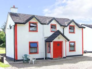 BRIDGE VIEW COTTAGE, character holiday cottage, with a garden in Scarriff, County Clare, Ref 8442 - County Clare vacation rentals