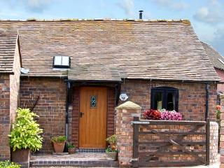 THE BYRE, romantic, character holiday cottage, with a garden in Leighton, Ref 8401 - Wall-under-heywood vacation rentals