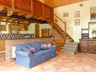 THE GRANARY, country holiday cottage, with open fire in Cahir, Ref 8661 - Cahir vacation rentals