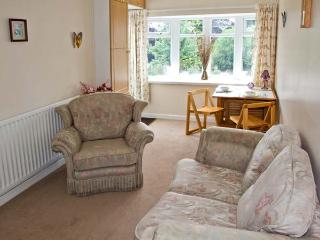 HILLCREST, pet friendly, country holiday cottage, with a garden in Stourton, Ref 8786 - Stourbridge vacation rentals