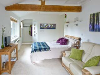 THE FRIENDLY ROOM, luxury holiday cottage, with a garden in Austwick  , Ref 6441 - Austwick vacation rentals