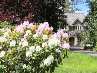 STAPLEDON LODGE, pet friendly, luxury holiday cottage, with open fire in East Anstey, Ref 7464 - Dulverton vacation rentals