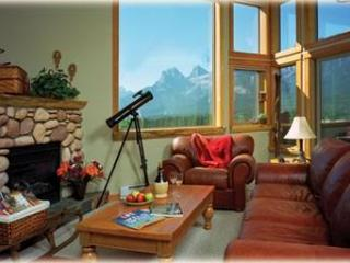 MountainViews, Downtown, Fireplace, Families, Wifi - Canmore vacation rentals
