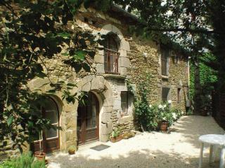 Charming cottage- country setting near Dinan C006 - Pleugueneuc vacation rentals