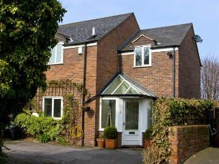 4 EDGAR PLACE, family friendly, country holiday cottage, with a garden in Chester, Ref 5663 - Kelsall vacation rentals
