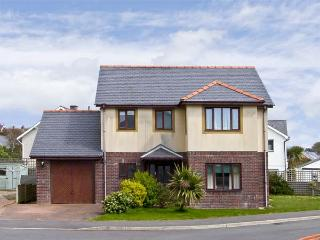 MIN Y TRAETH, pet friendly, with a garden in Criccieth, Ref 6765 - Pwllheli vacation rentals