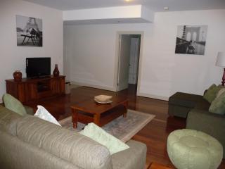 Luxury Getaway in the East End of Adelaide - Adelaide vacation rentals