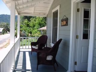 Enjoy Sierra's Cozy Main Street Cottage - Greenville vacation rentals