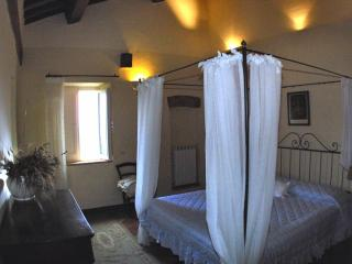 2 Bedroom Vacation Apartment with Antique Charm - Pienza vacation rentals