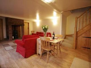 Comfortable 2 bedroom Stoke-on-Trent Cottage with Garden - Stoke-on-Trent vacation rentals