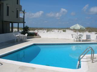 Bright 1 bedroom Madeira Beach House with Deck - Madeira Beach vacation rentals