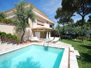 Lovely Villa Sorrento with Swimming Pool, Terrace, Outdoor Jacuzzi, and Wi-Fi - Sorrento vacation rentals