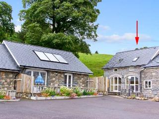HIRNANT, pet friendly, character holiday cottage, with a garden in Bala, Ref 9759 - Bala vacation rentals