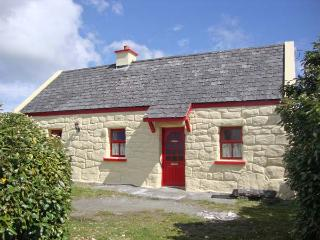 TI SONNY, family friendly, country holiday cottage, with a garden in Carna, County Galway, Ref 7947 - Carna vacation rentals