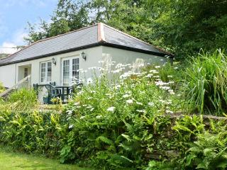 MOUSE COTTAGE, family friendly, country holiday cottage, with a garden in Gunnislake Near Dartmoor, Ref 8280 - Gunnislake vacation rentals
