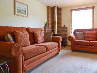 THE COTTAGE, pet friendly, country holiday cottage, with a garden in Culverstone Green, Ref 6259 - Gravesend vacation rentals