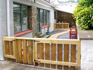 BREWERY COTTAGE, family friendly, with a garden in Saundersfoot, Ref 9675 - Pontfaen vacation rentals