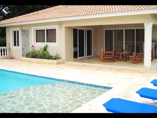Villa Bonita, living room and master bedroom equipped with television, indoor bathtub Jacuzzi in master bedroom. Safe in both bedrooms. BBQ, Unique Pool with shallow ledge for sunbeds and cul-de-sac privacy which you can enjoy with a wonderful big backyar - Sosua vacation rentals