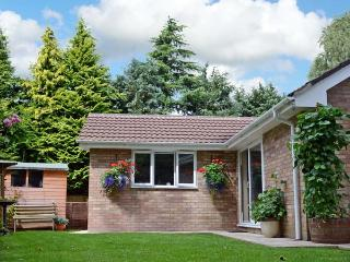 INGLENOOK, family friendly, country holiday cottage, with a garden in Ludlow, Ref 9163 - Ludlow vacation rentals