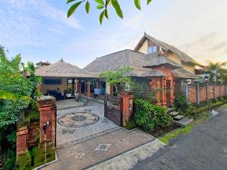 Villa Asih, affordable luxury close to Sanur - Sanur vacation rentals