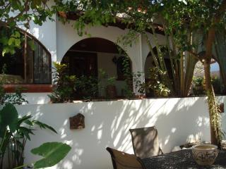 3 Bedroom Villa in tropical Playa Tamarindo - Tamarindo vacation rentals