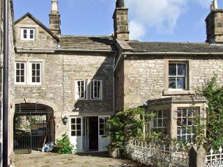 TURRET COTTAGE, pet friendly, character holiday cottage, with a garden in Youlgreave, Ref 8450 - Derbyshire vacation rentals