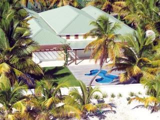 Palm Beach Villa Jolly Harbour, Antigua - Beachfront, Pool, Landscaped Gardens - Antigua vacation rentals