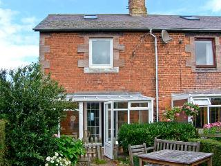 CORBETT COTTAGE, pet friendly, country holiday cottage, with open fire in Berwick-Upon-Tweed, Ref 7390 - Northumberland vacation rentals