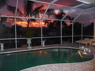 Tropical Villa Pool Canal quick Gulf access Boat - Cape Coral vacation rentals