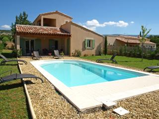 Villa in Provence with Pool near Town - Villa Bruyere - Saint-Saturnin-les-Apt vacation rentals
