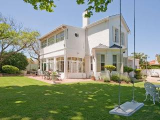 Brooklands ,just 3 K's from Africa's top resaurant - Cape Town vacation rentals