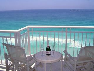 Penthouse Luxury, Destin Towers 3BR on Beach/Gulf! - Destin vacation rentals