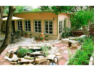 Comfy Cozy Cabin close to  Cuisine Culture & SOCO - Austin vacation rentals