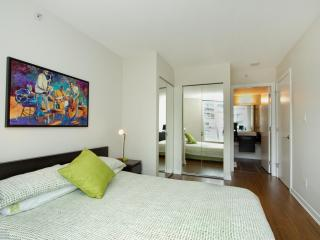 2 bedroom Condo with Internet Access in Vancouver - Vancouver vacation rentals