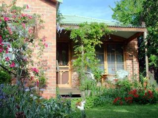 Sunny 1 bedroom Bed and Breakfast in Moonee Ponds with Deck - Moonee Ponds vacation rentals