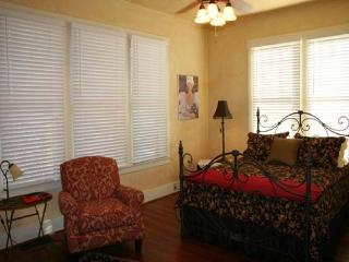 Charming 2 bedroom House in Fredericksburg - Fredericksburg vacation rentals