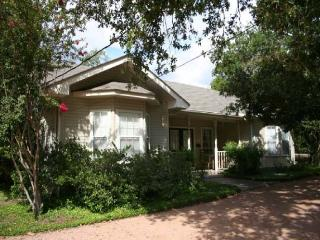 3 bedroom House with Satellite Or Cable TV in Fredericksburg - Fredericksburg vacation rentals