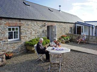 BWTHYN BACH, family friendly, luxury holiday cottage, with a garden in Newport, Pembrokeshire, Ref 6161 - Dinas Cross vacation rentals