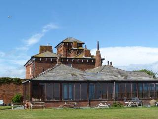 ROA ISLAND HOUSE, family friendly, character holiday cottage, with hot tub in Roa Island, Ref 8088 - Blackpool vacation rentals