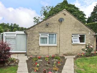 MATLOCK GREEN, pet friendly, country holiday cottage, with a garden in Matlock, Ref 5689 - Matlock vacation rentals