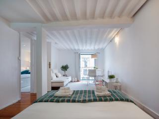 Design apt in historic centre (Baixa) with balcony - Lisbon vacation rentals