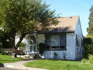 Abigail's Cottage, 10-min. walk to plaza/theaters - Ashland vacation rentals