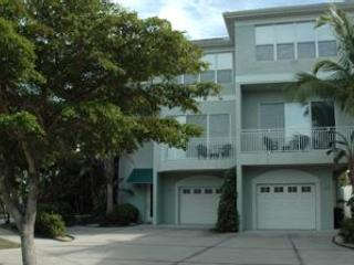 2+ Bedroom Near Beach,sleeps 6, luxury condo - Siesta Key vacation rentals
