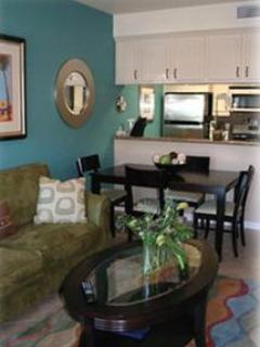 Living Room - Luxury Beachfront Condo-the Contempo Suite - Catalina Island - rentals