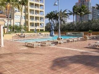 South Beach, Walk to the beach, up to 8 people - Miami Beach vacation rentals