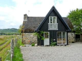 INSHCRAIG, family friendly, country holiday cottage, with a garden in Kincraig, Ref 10386 - Kincraig vacation rentals