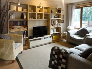CHURCH COURT COTTAGE, pet friendly, country holiday cottage, with a garden in Halkirk, Ref 5326 - Halkirk vacation rentals