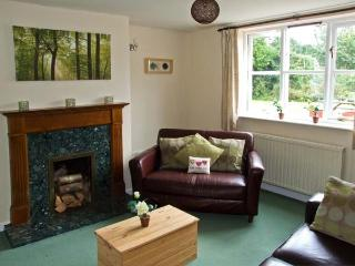 LITTLE HOLME, pet friendly, country holiday cottage, with a garden in Eardisley, Ref 8814 - Eardisley vacation rentals