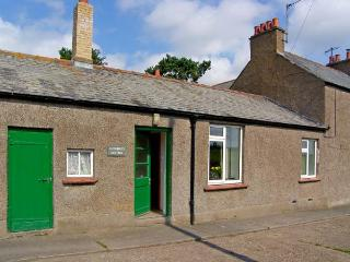 CUTHBERT'S COTTAGE, pet friendly, country holiday cottage, with a garden in Belford, Ref 10382 - Belford vacation rentals