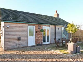 ROE DEER COTTAGE, pet friendly, country holiday cottage, with a garden and hot tub in Lincoln, Ref 8139 - Lincoln vacation rentals